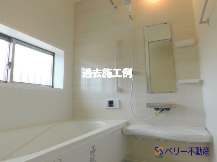 トイレ 【施工例】1F&2Fにレストルームを配置!室内には小窓を設け通気性が良く、圧迫感がありません!