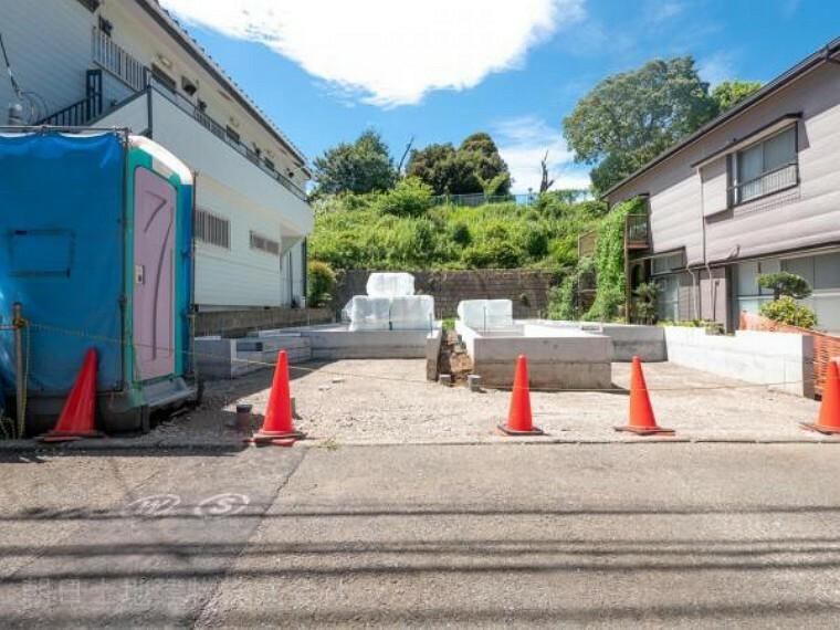 現況外観写真 【現地外観】只今建築中ですがモデルハウスがございます。