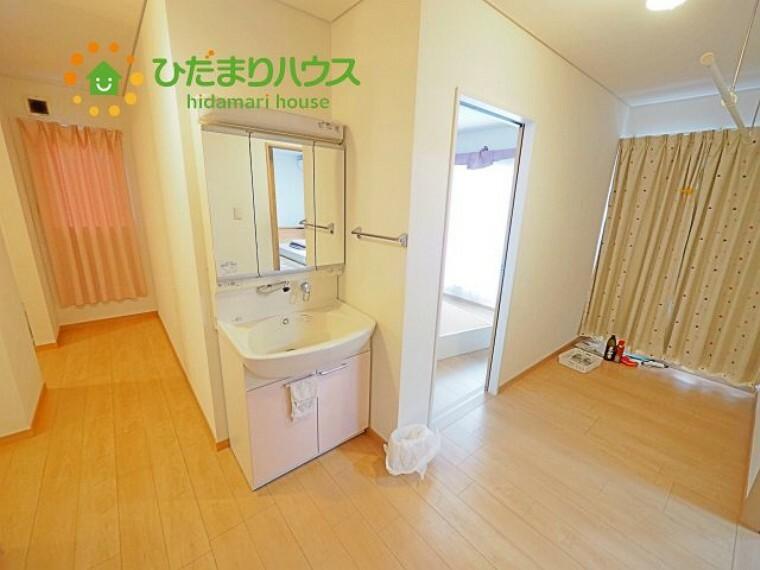 洗面化粧台 2階にも洗面化粧台があります。