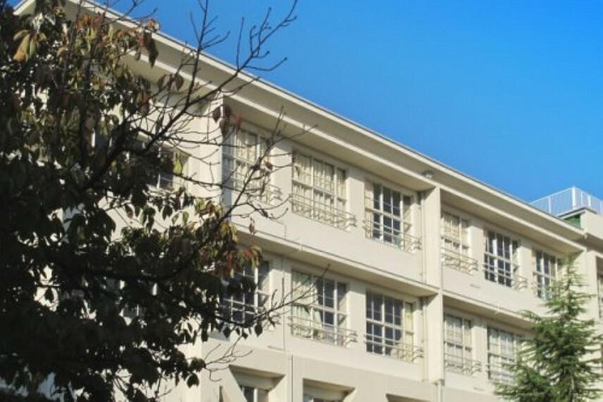 中学校 【中学校】交野市立第二中学校まで696m
