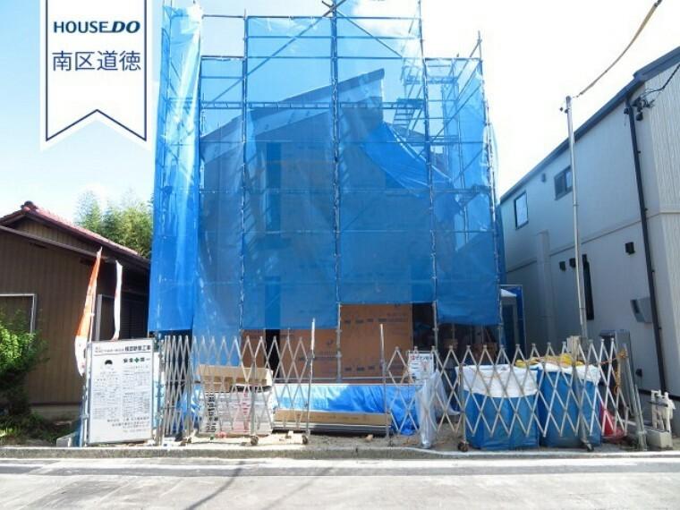 現況外観写真 お家の形が見えてきました!4LDK 駐車は2台可能。名鉄名古屋本線 有松駅、イオンタウン有松まで徒歩約9分の距離に立地。駅を利用されての帰り道でショッピングもできますね!(2021年10月5日撮影)