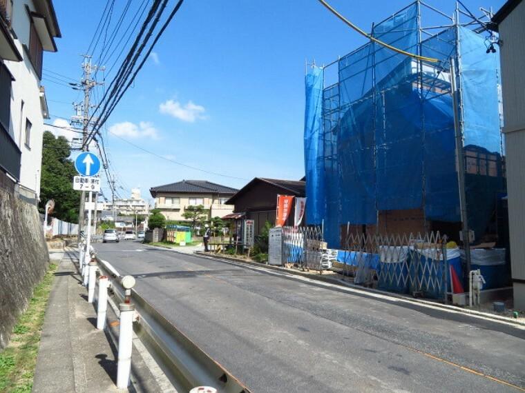 現況外観写真 物件の北西隣は、「細根公会堂」があります。 (2021年10月5日撮影)