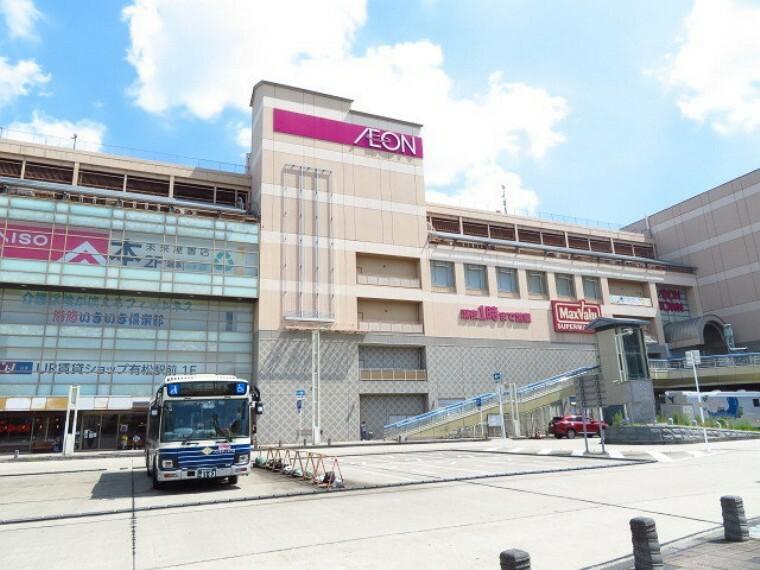 ショッピングセンター 【イオンタウン有松】 営業時間 10:00~22:00 有松駅と直結。マックスバリュ有松駅前店と55の専門店で構成されている。 駐車台数 880台。