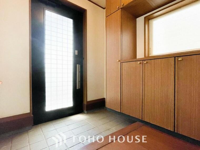 玄関 居住者の帰り、訪れる方を優しく迎えてくれる開放感のある玄関。