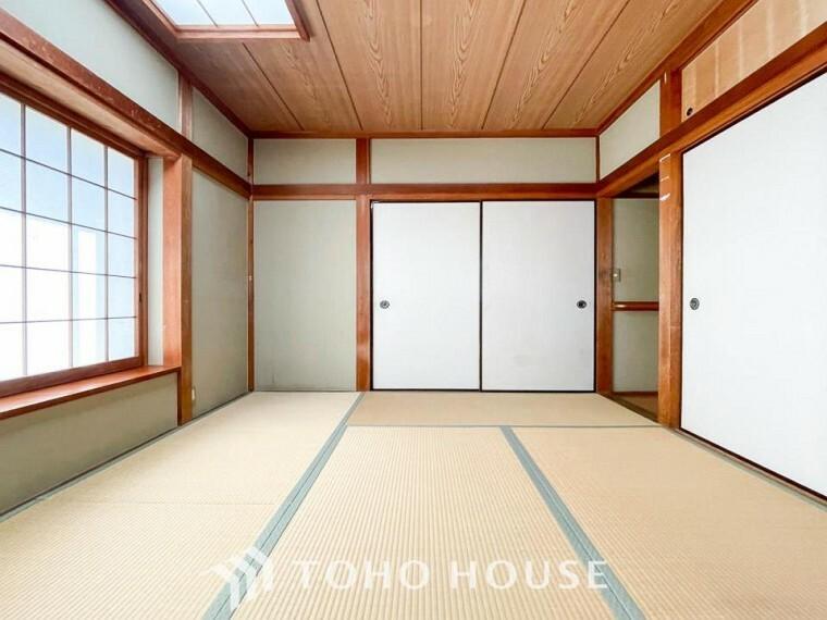 和室 伝統的な日本情緒のある、温かみと落ち着きが感じられる和室です。