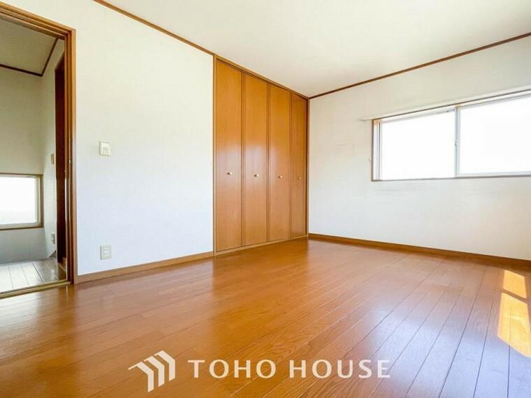 寝室 どの部屋にもたっぷりの収納。収納家具をを置く必要が無くなり、ゆったりとした住空間が実現可能です。