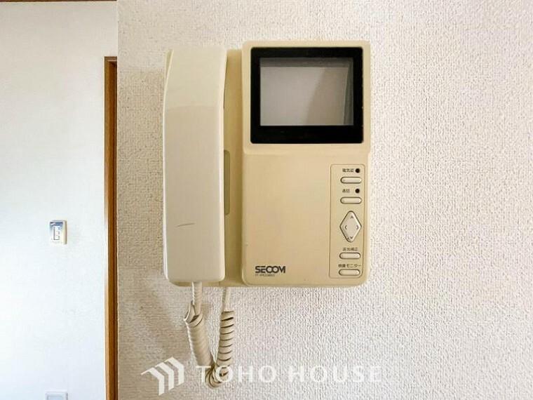 TVモニター付きインターフォン 誰が来てもわかる様にモニター付きインターホンを設置。快適と安らぎを合わせた優しい設計。