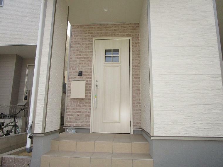 玄関 玄関 (2021年10月8日撮影)
