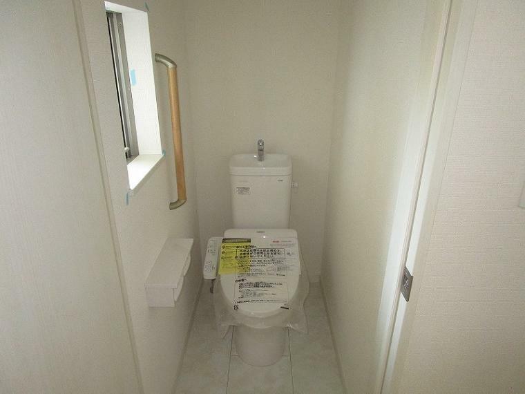 トイレ 温水洗浄便座のトイレです (2021年10月8日撮影)