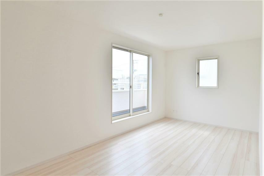 洋室 同仕様例。落ち着いた色合いの室内で特別な時間をお過ごしください。