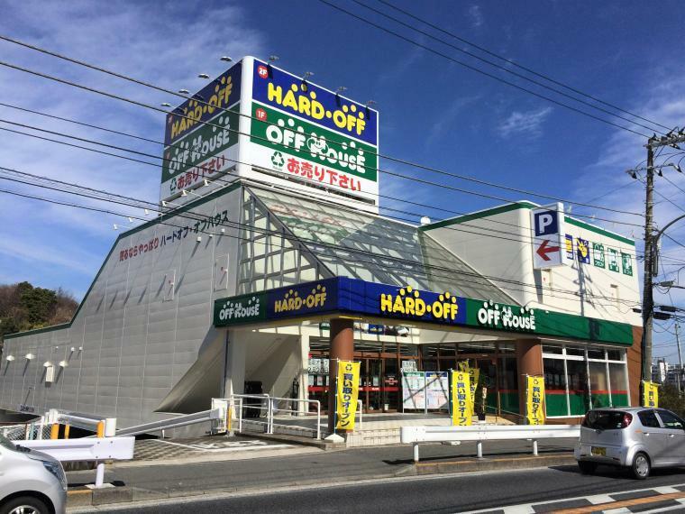 ショッピングセンター 【ハードオフ横浜金沢富岡店】国道16号線沿いにある店舗です。宝飾品や調理家電など様々な品揃えがございます。(営業時間)10:00-20:00