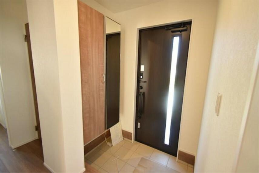 玄関 省スペース、かつ機能的な玄関です。「おかえりー」の声が聞こえてきます。