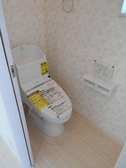 同仕様写真(内観) 【同仕様写真・トイレ】トルネード洗浄で少ない水で節水しながらも、しっかり洗浄を実現!