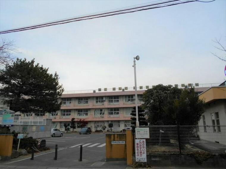 小学校 芳賀小学校 徒歩約5分(422m)
