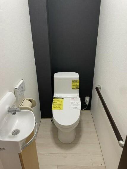 トイレ 【トイレ】手洗い付き場付きのトイレは、来客時にも嬉しいですね。