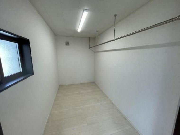 ウォークインクローゼット 【WIC】寝室に大容量のウォークインクローゼットを配置!洋服や季節ものの収納にも〇
