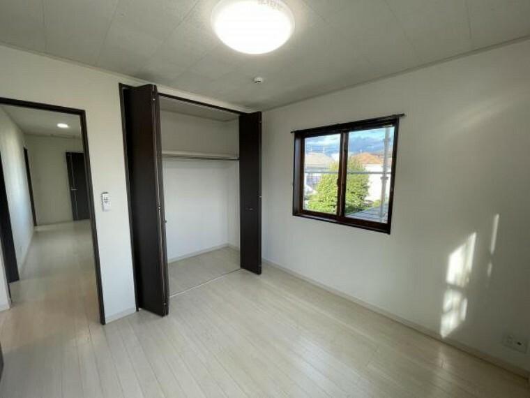 子供部屋 【洋室】各室収納完備で、居住スペースを広く開放的利用できます!