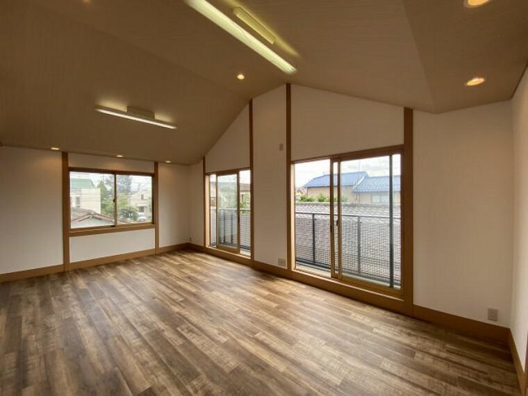 居間・リビング 2021年8月23日撮影 風通しが良く、明るい開放的なリビングとなっております