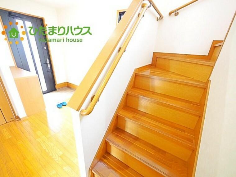 安全性と快適さを兼ね備えた手すり付きの階段(^^