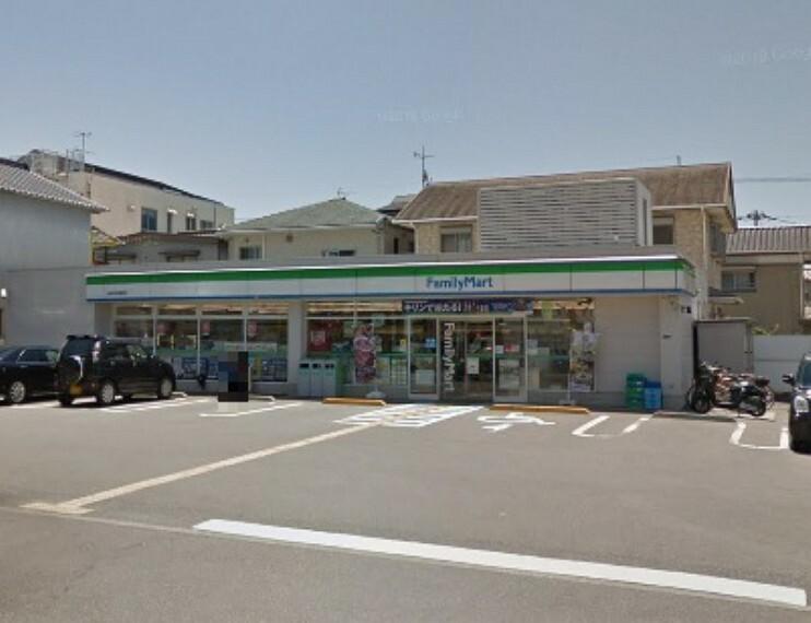 コンビニ 【コンビニエンスストア】ファミリーマート高知伊勢崎店まで176m