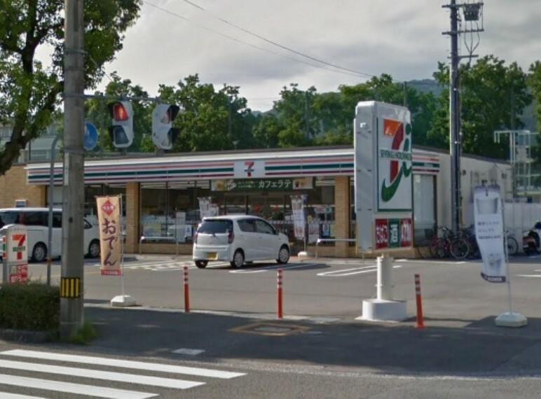 コンビニ 【コンビニエンスストア】セブンイレブン吉田町店まで494m