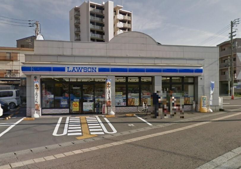 コンビニ 【コンビニエンスストア】ローソン高知小津店まで699m