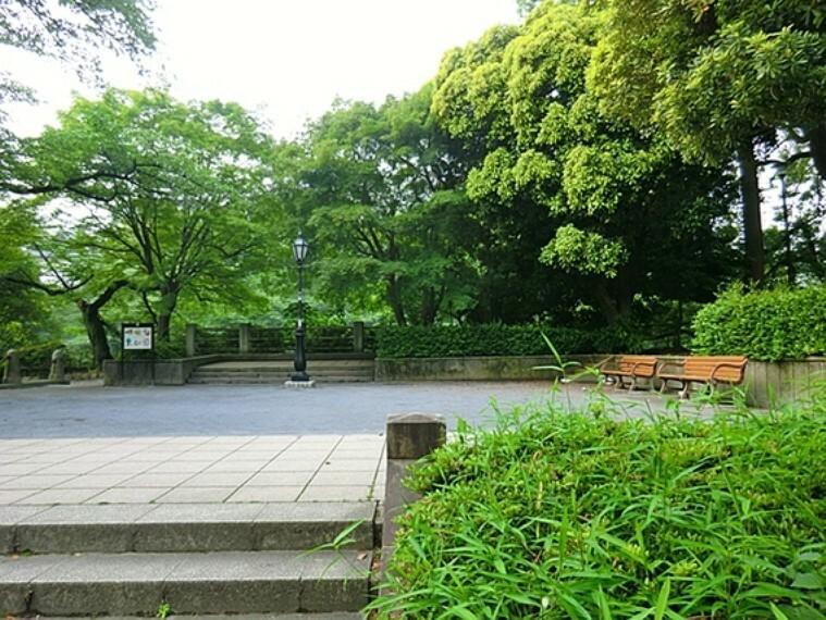 公園 ここからまっすぐ東京タワーが見えます。都内有数の桜の名所。ボートにも乗れます。