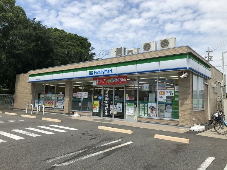コンビニ ファミリーマート武豊山ノ神店