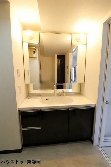 洗面化粧台 収納力のあるワイドな洗面台!シャワーヘッドタイプでボウルのお掃除も楽々