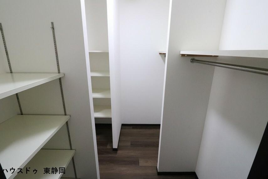 収納 キッチンから廊下へ抜けるウォークスルークローゼット。ファミリークローゼットやパントリーとして使用できます。
