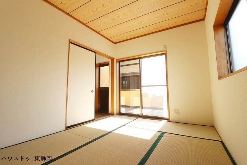 和室 6帖和室。いつでもごろんと寝転がれるようなスペースがある暮らしでリラックスができますね。