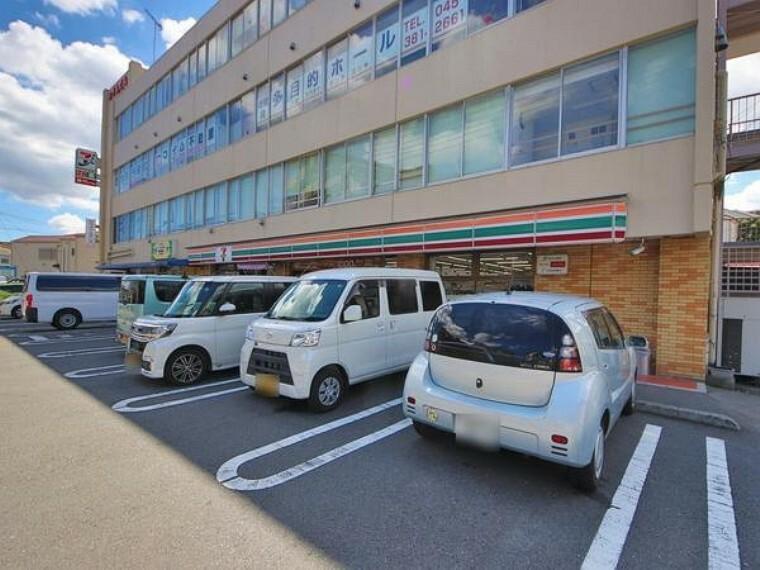 コンビニ セブンイレブン横浜新井町店