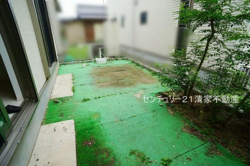 庭 ガーデニングや洗車に便利な立水栓あり!(2021年09月撮影)
