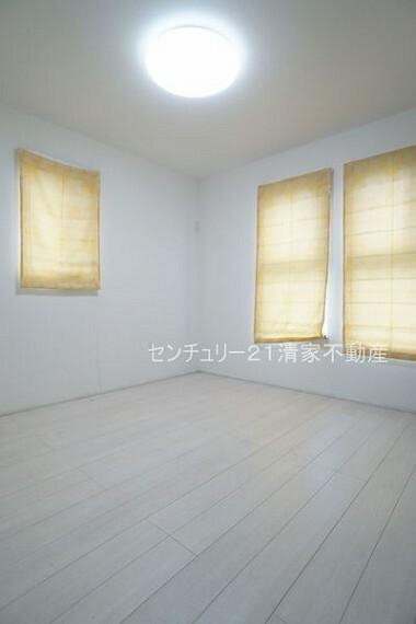 子供部屋 2面採光で明るい室内!(2021年09月撮影)