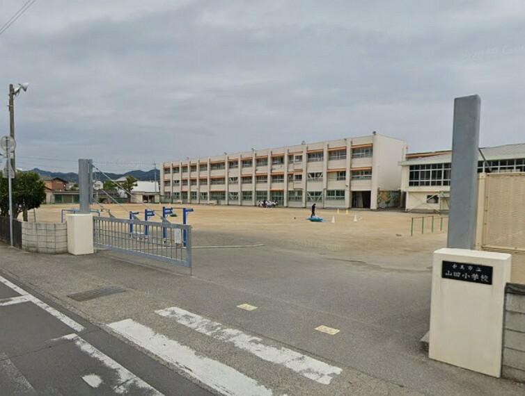 小学校 【小学校】山田小学校まで299m