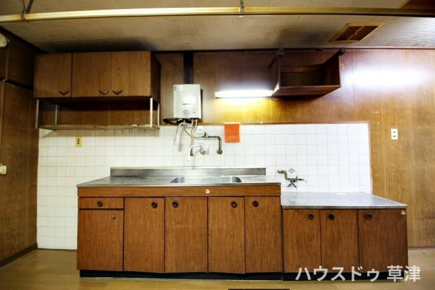 キッチン シンプルなスタイルと使い勝手の良さが最大の魅力の、 料理に集中しやすいI型キッチンです。