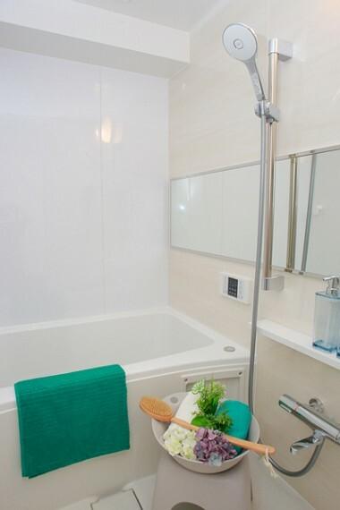 浴室 1日の疲れを取り心身を癒すことができる住まいの中のリラクゼーション空間。心からゆったりと寛いでいただけるよう、ゆとりのスペースを確保しております