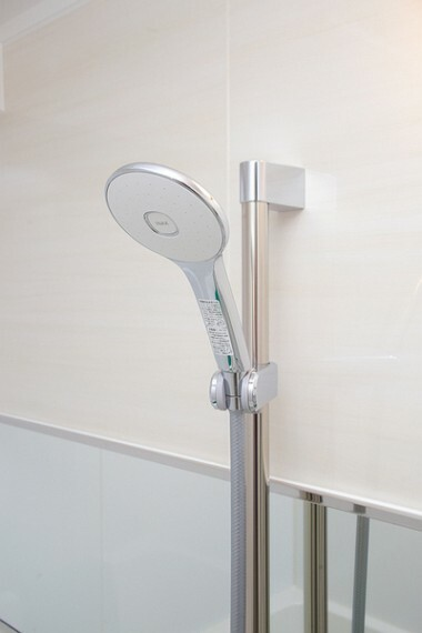 浴室 大きなシャワーヘッド使用