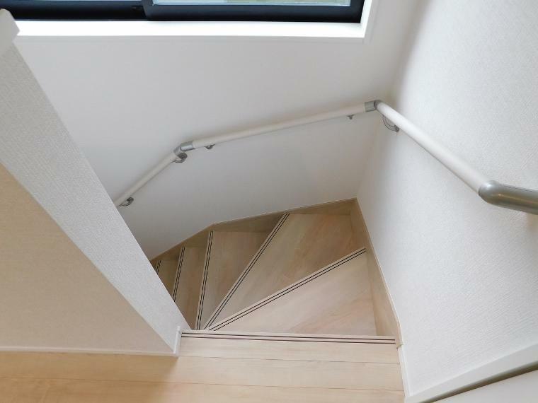 手摺り付きの階段です