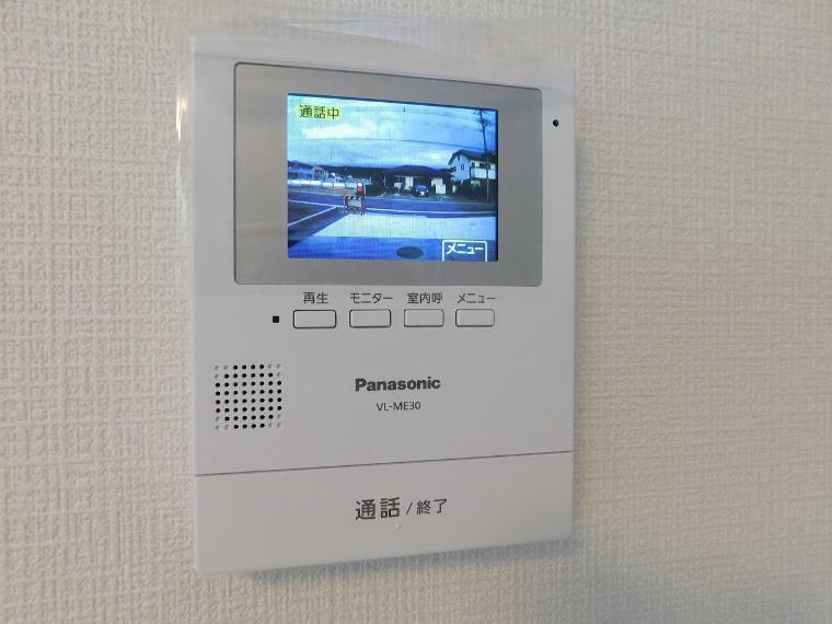 TVモニター付きインターフォン 【施工例】来客者を確認できるモニター付インターホン