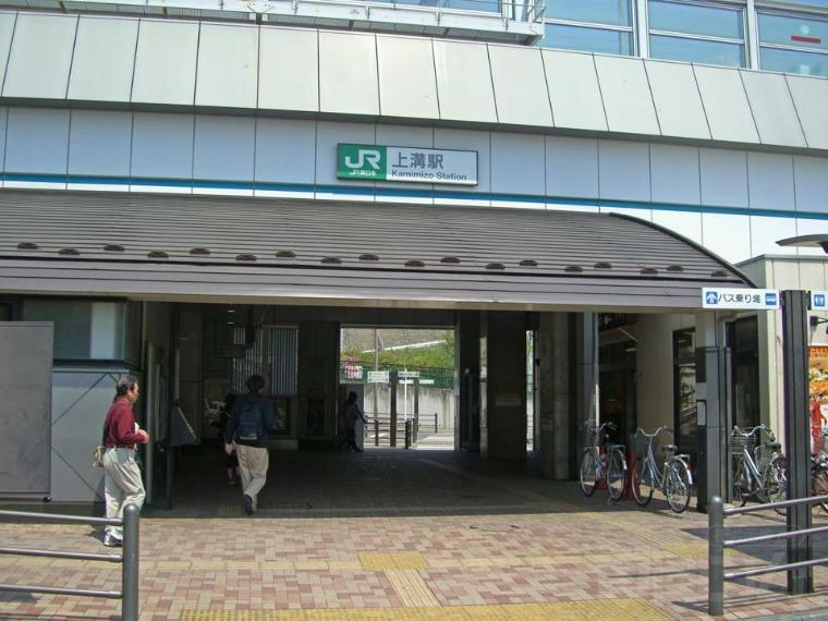 【上溝駅】駅周辺にはコンビニや飲食店などある程度の職業施設がある為、夜道は暗くありません。大きな駅の橋本駅まで2駅なのでアクセスしやすいです。あまり混雑しないので落ち着いた雰囲気の駅です。