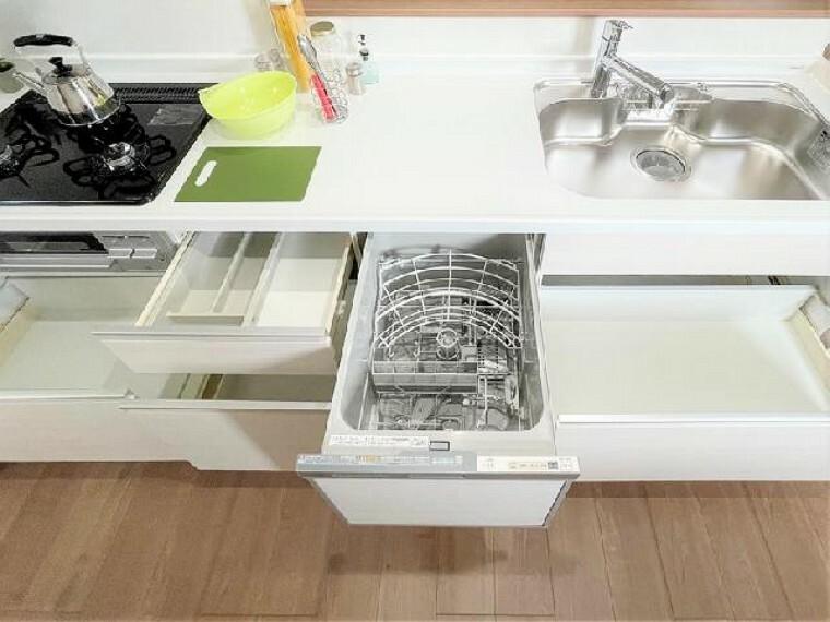 キッチン~同仕様施工例~・・・キッチンには食器洗い乾燥機を装備!毎日の洗いものを助けてくれます。