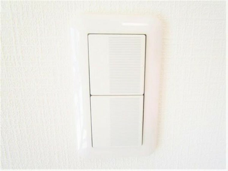 【同仕様写真】照明スイッチはワイドタイプに交換予定です。毎日手に触れる部分なので気になりますよね。新品できれいですし、見た目もオシャレで押しやすいです