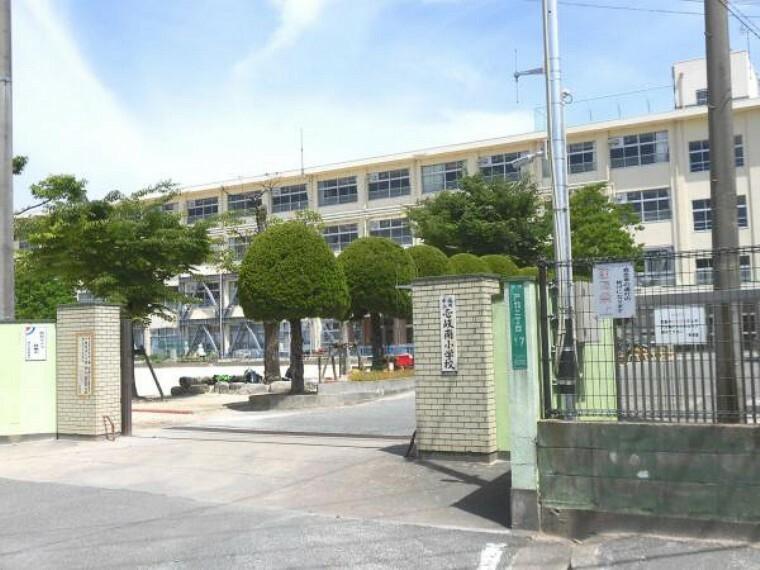 小学校 壱岐南小学校まで徒歩24分(1850M)です。少し距離はありますが、毎日歩くことで体力もつきますね。