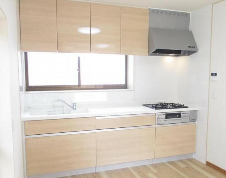 専用部・室内写真 【同仕様写真】キッチンは新品のハウステック製システムキッチンに交換する予定です。