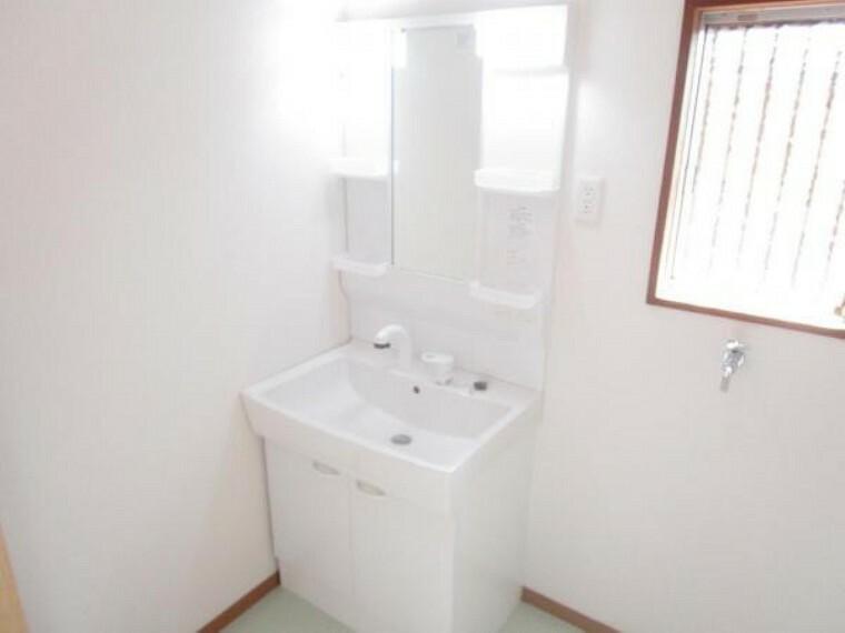 【同仕様写真】洗面台はハウステックの物に新品交換する予定です。