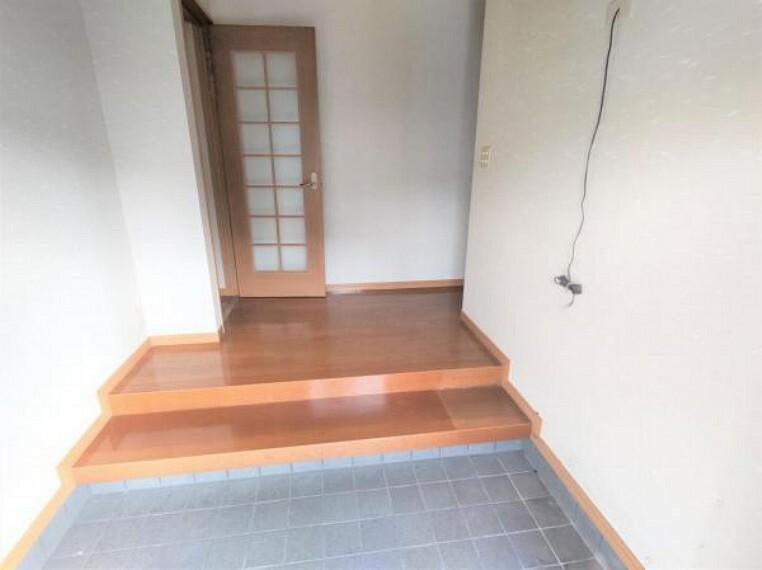 【リフォーム中】玄関内部です。玄関扉の鍵は交換し、シューズボックスも新品交換します。