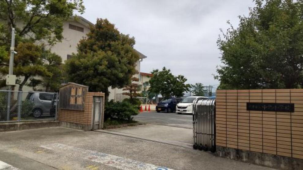 小学校 中島小学校まで約400mです。小学校が近いのは安心ですね。