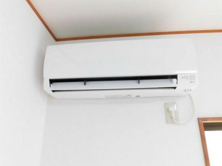【同仕様写真】リビングには富士通製、新品のエアコンを1台設置致します。