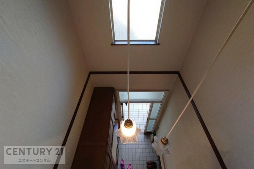玄関 吹抜のある明るい玄関